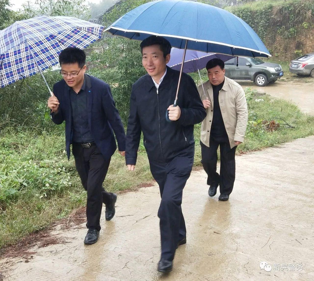 胡长春同志到新晃县天堂村督导党建助推脱贫工作