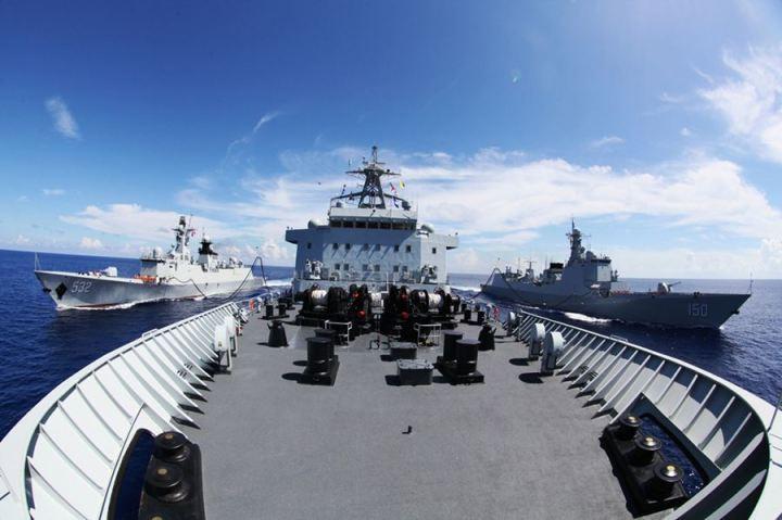 海副政委刘训言出席欢迎仪式司令员沈金龙和政委秦生祥向编队