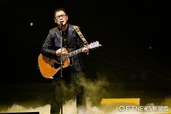 63岁罗大佑巡回演唱会唱30余首歌不用提词器,王俊凯上课带动出勤率,孙杨