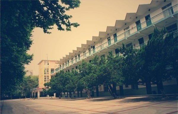 被确评为武汉市重点中学;2006年,高中被应该湖北省示范水平办学学校具备高中生定为的图片