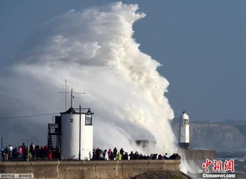 英国遭遇10年来最强飓风