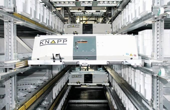 科纳普OSR穿梭技术可以根据用户需求灵活定制。该系统使高密度存储和大吞吐量存取成为可能,可实现4深的货位管理,精确高速。货物的存储、合并、排序、缓存、分拣以及退货都可以通过OSR穿梭系统完成。 OSR穿梭系统包括五个主要模块: 1、带有维修通道的货架系统; 2、升降系统; 3、穿梭车系统; 4、货物周转缓存系统; 5、货到人分拣工位。 优势特点:模块化设计,精准,高效,高吞吐量,高密度,结构简单,可靠性高。 2 国内 昆船多层穿梭车