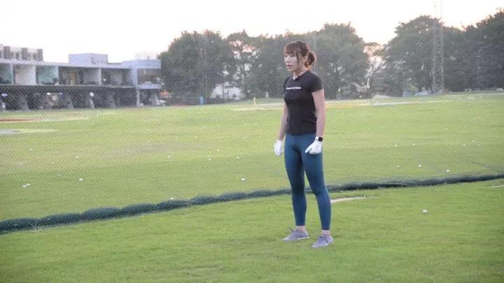 「不可1.76精品泡点传奇忽视」美女教练示范这个简单的热身动作!