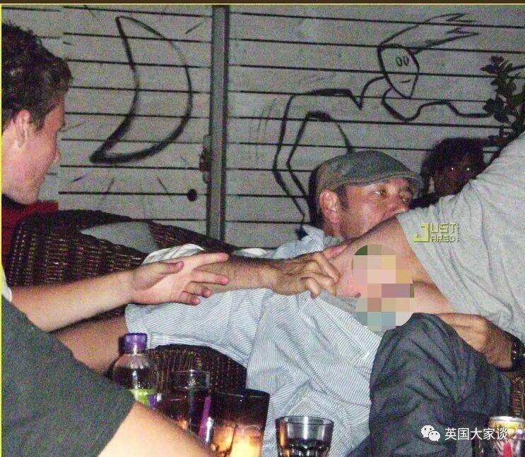 凯文·史派西身陷性丑闻后出柜照片 《纸牌屋》遭砍