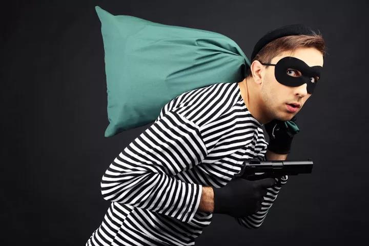 企业通过监控微信聊天记录,竟然发现员工偷偷做出这种事!