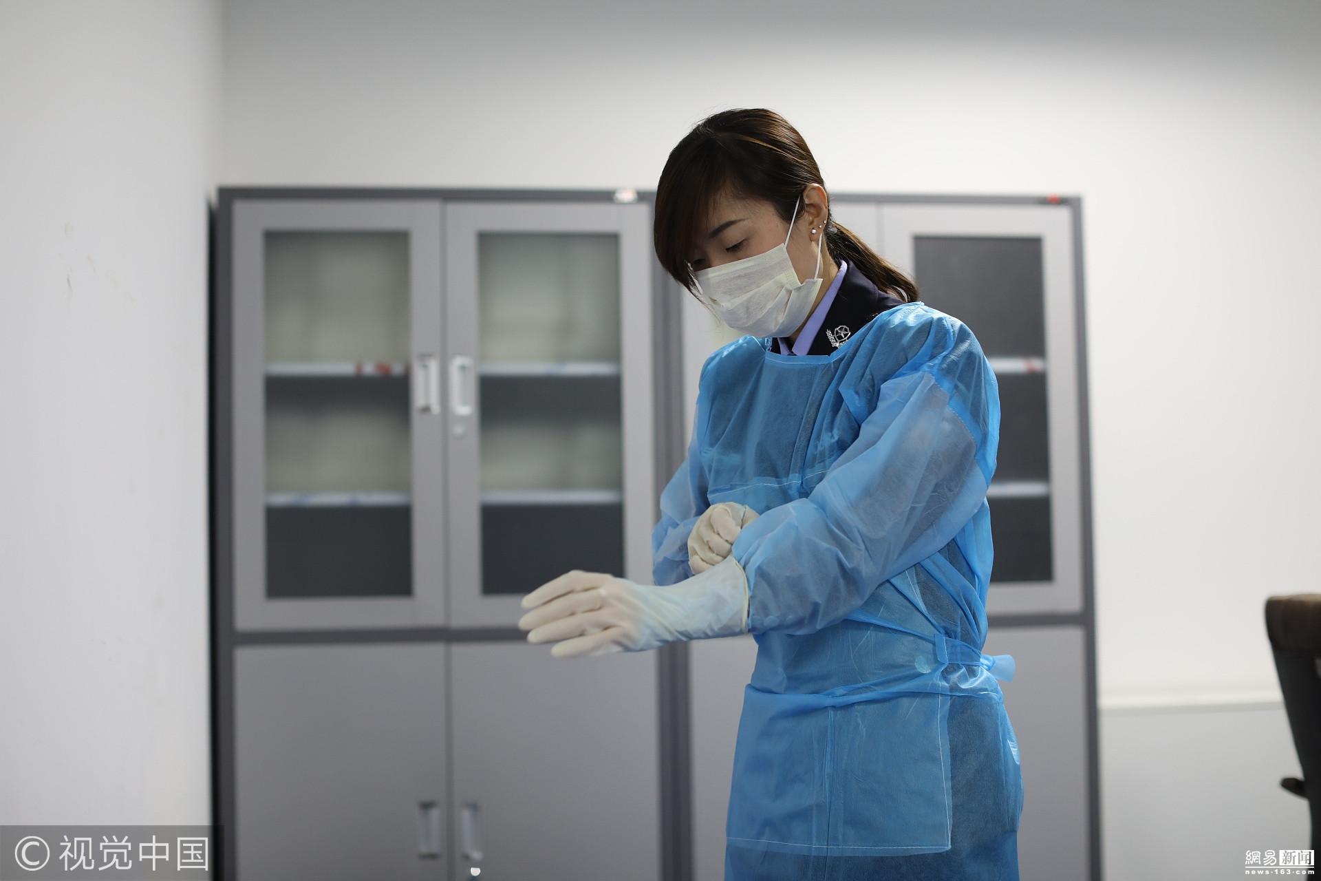 女尸体解剖 在四平市公安司法鉴定中心有一位叫张晓莹的女警,她的职业特殊,与全省法医相比较,她又属于独一无二——病理(现场)女法医,工作中竟是做尸体检验及解剖等工作。