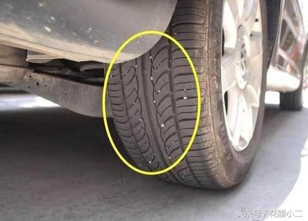 汽车轮胎常卡石子,你选择扣还是不扣?90%的人都做错了!