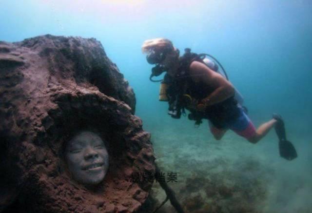 潛水員在海底發現神秘人臉,許多人都被嚇了一大跳圖片