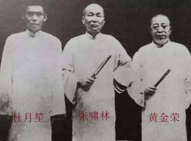 因此从青帮的辈分来说,无论是黄金荣,杜月笙,张啸林,还是蒋介石,他们
