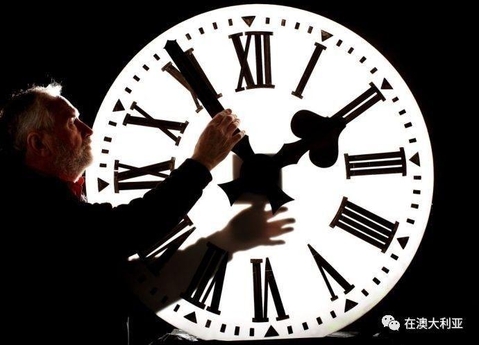 黑白肏网_时差 虽说澳洲还不至于和国内黑白颠倒, 但也别看小看这两三小时的