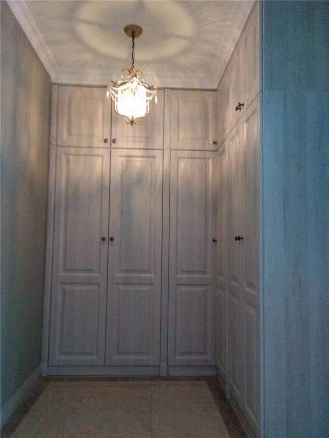近期安装的平开门衣柜,经济适用!
