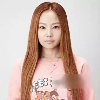 2款大脸女生最新显脸瘦发型扎法教程!图片