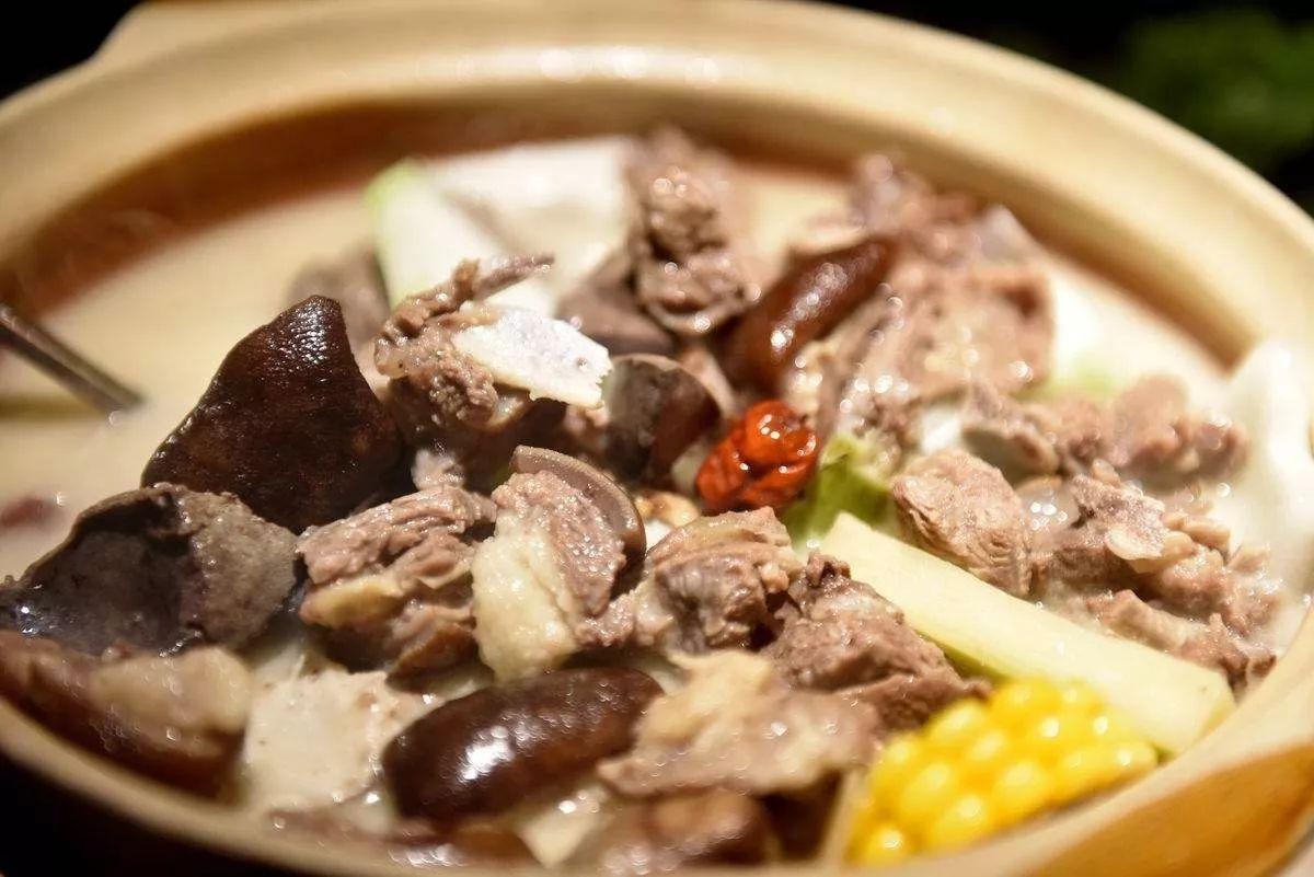 保利汤锅||美食美食跟秋天更配哦羊肉摆花样学会图片