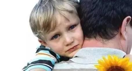 当孩子哭了, 你的第一句话决定孩子未来