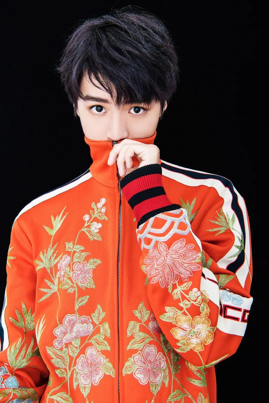 王俊凯回北电上课,纯素颜接受央视采访,瘦成这样让人心疼