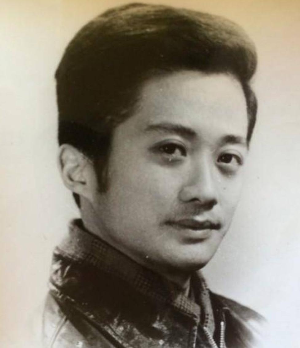 昆凌爸爸照片曝光颜值超高,胡歌长得跟老爸年轻时一模一样