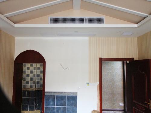 下面是我家客厅风管机装修效果图