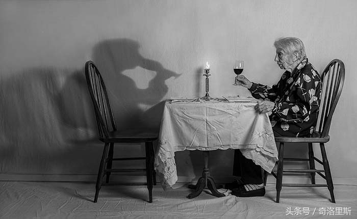 儿子帮91岁母亲最后一次拍写真,这份不舍的情怀,感动了整个世界