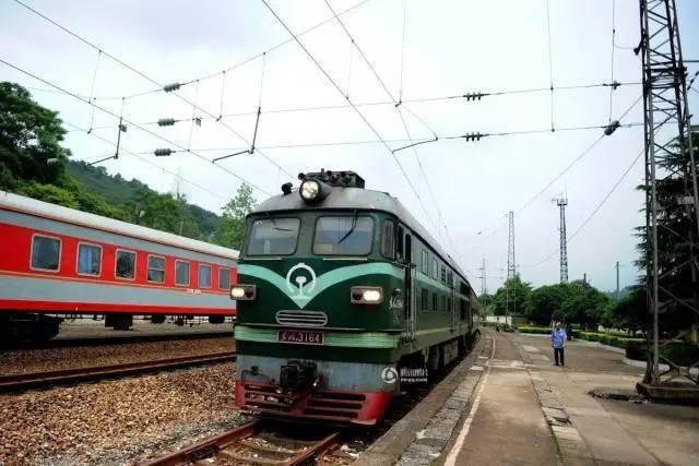 渐行渐远:绿皮火车的记忆