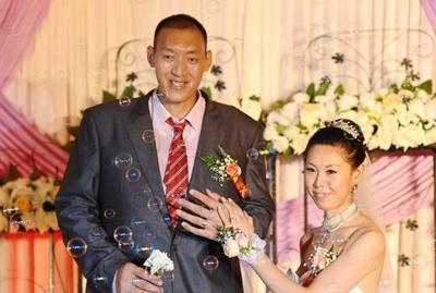 和身高2米36的巨人孙明明结婚是什么感觉?11.76复古传奇怎么玩米9的妻子这样回答