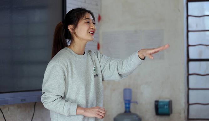 高颜值方法支教云南,想生活一下山里体验冰老师操作的洗胃盐水图片