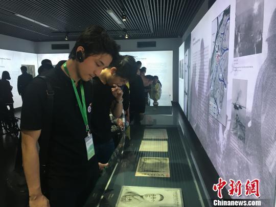 日本青年访华团到访南京大屠杀遇难同胞纪念馆