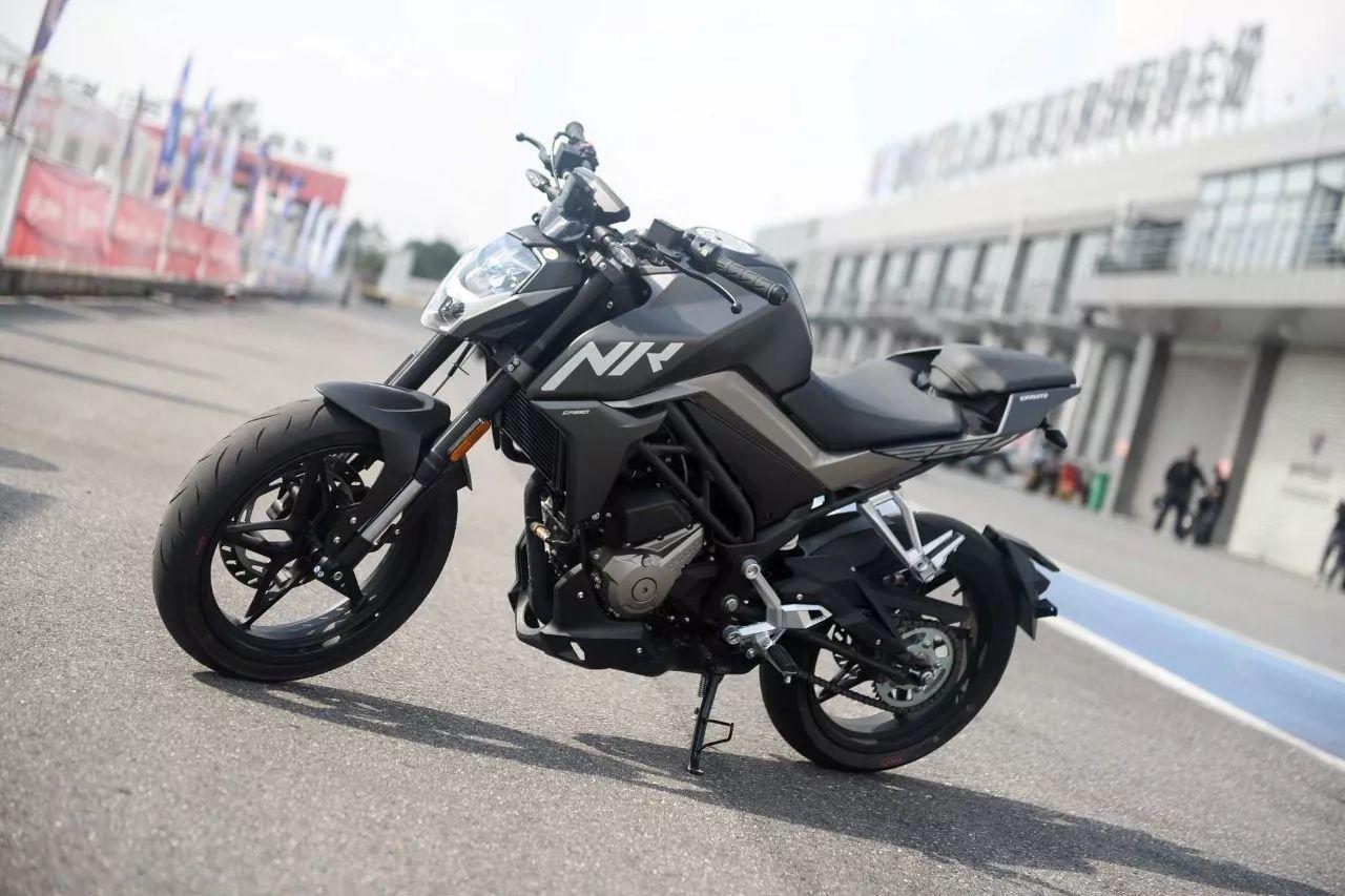 大咖的朋友都开始把目光转向摩托车,诸如vespa、春风250nk、铃木dl250、阿普利亚terra150、黄河自由300等等的摩托车型都看过不少.
