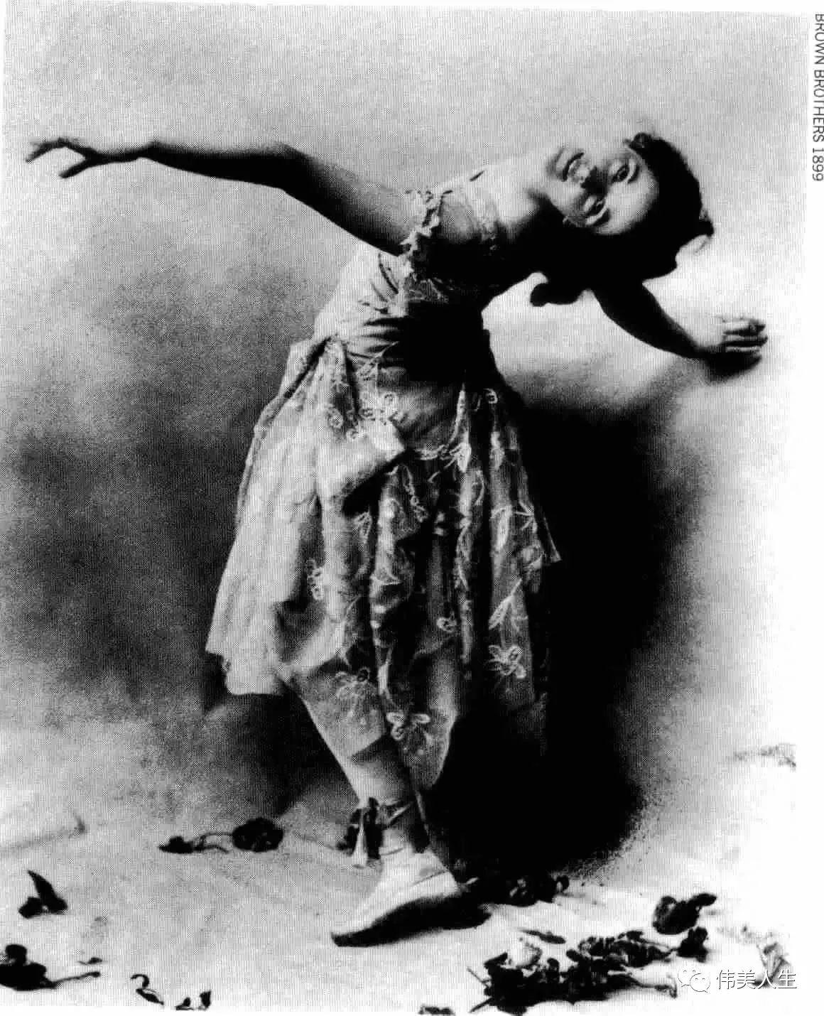 白女人与黑女人人体艺术�_世界上第一位光脚表演的艺术家,用舞蹈诠释人体之美!