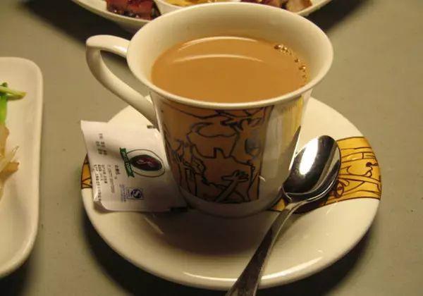 《谈情说案》 鸳鸯奶茶 大家肯定还记得《谈情说案》里,杨怡给林峰亲图片