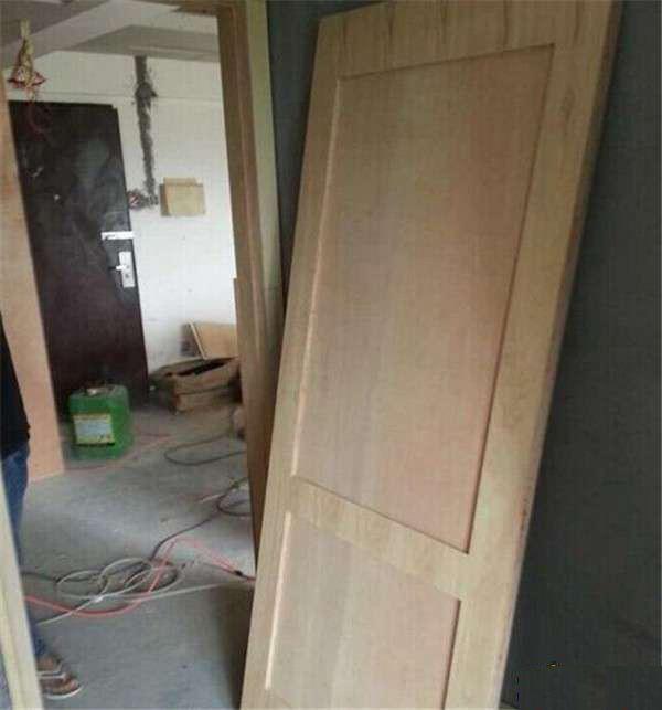 花大钱请木工做的柜子和实木门,木工师傅直接跳上去,吓我一跳