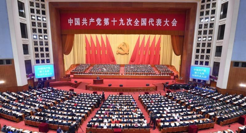 委�9._习近平代表第十八届中央委员会向大会作报告.新华社记者 李涛 摄