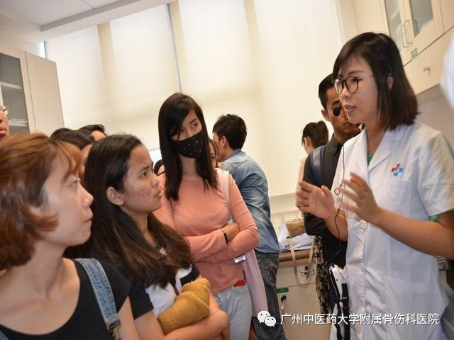 暨南大学30多名留学生走进广中医三院,体验中医药文化图片