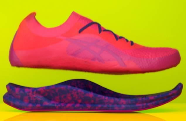 日本运动服饰品牌 Asics 将微波技术应用于定制跑鞋服务,15秒制成彩色鞋底