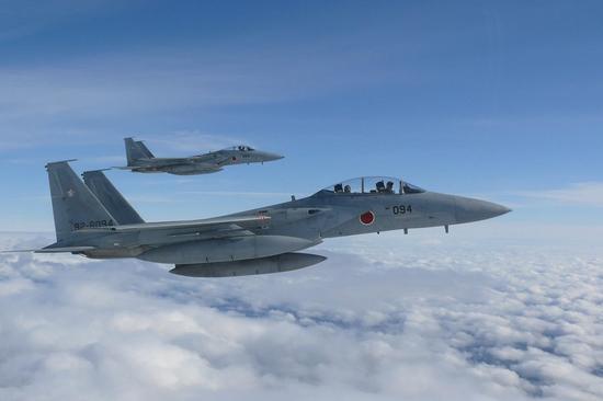 航空兵双语警告接近台海领空美军机