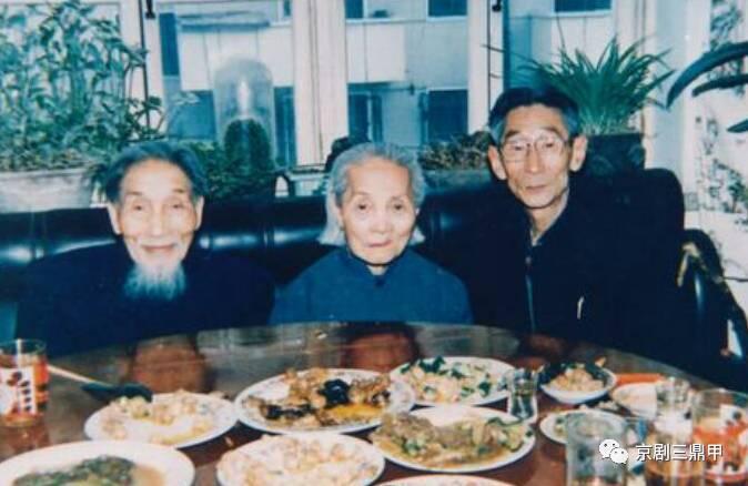 我提议请著名剧作家翁偶虹和京剧名家叶盛长两位出镜评论赵老艺术图片