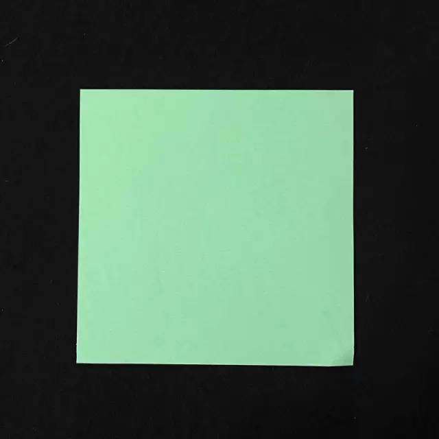 06 折纸孔雀 准备材料:正方形的纸 制作步骤图解 准备一张正方形的纸