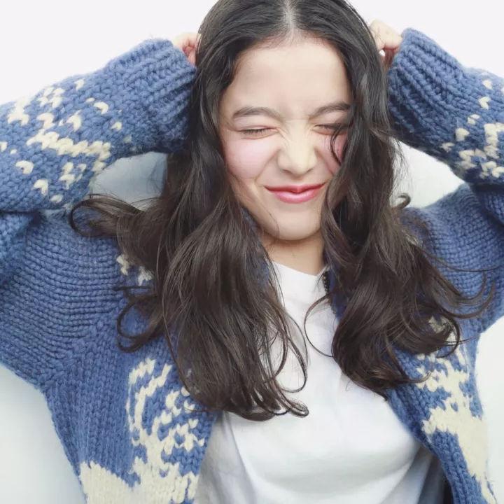 凭借逆天颜值,日本这位14岁混血小萝莉迅速走红,她的笑容能甜炸你!