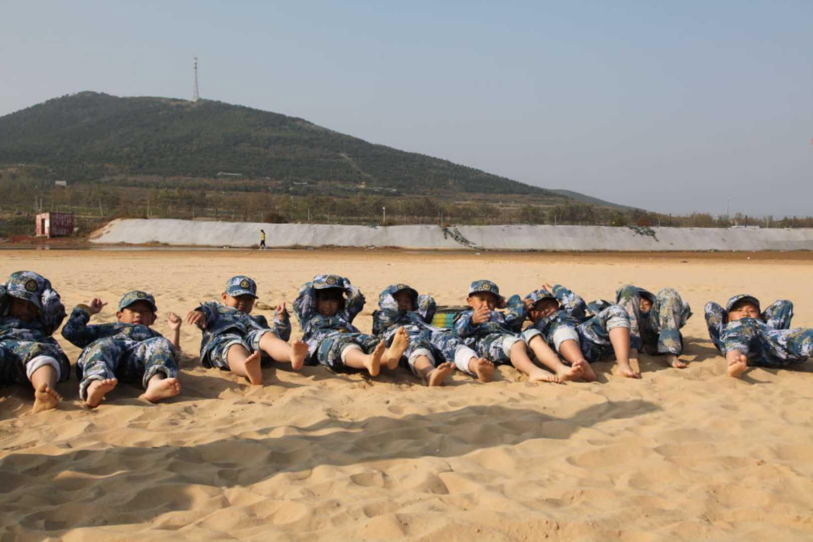 自信•团结•向上――青岛启元学校2016级二班军营拓展训练纪实