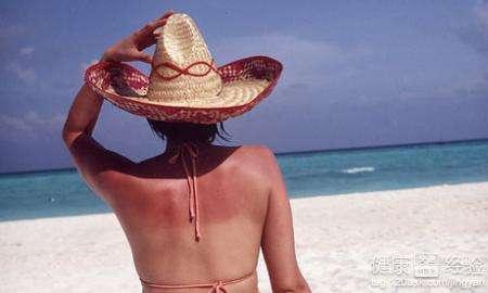 被晒黑的原理_(紫外线b造成皮肤晒伤和晒黑,紫外线a造成皮肤晒黑、晒伤、老化)   2、游泳时皮肤晒黑更容易   因为在海边或在泳池,穿着的衣服都比较少,几