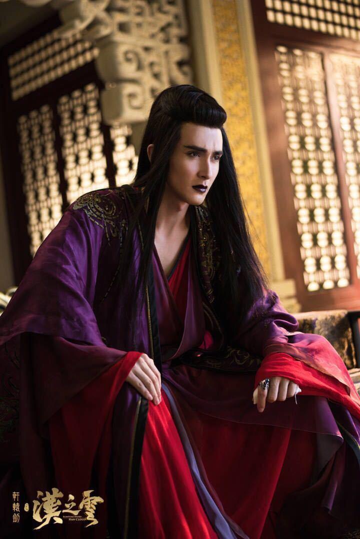 比较经典的黑化角色有赵丽颖的花千骨,马天宇的慕容白,孙俪的甄嬛以及
