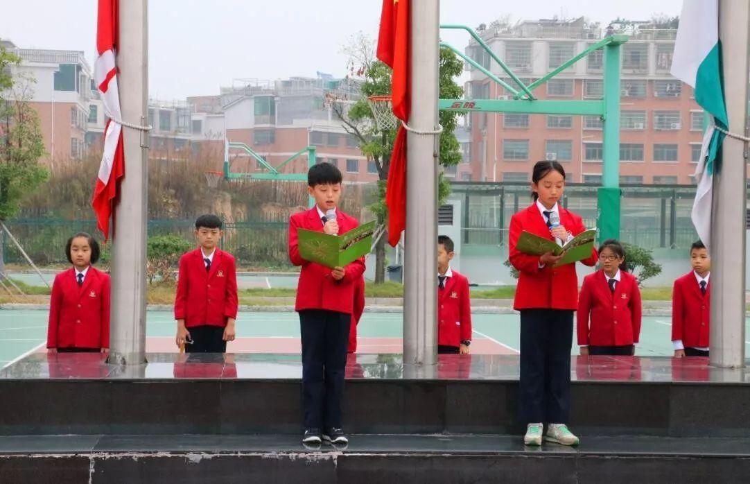 ——记义乌枫叶国际学校初小学第八周升旗仪式图片