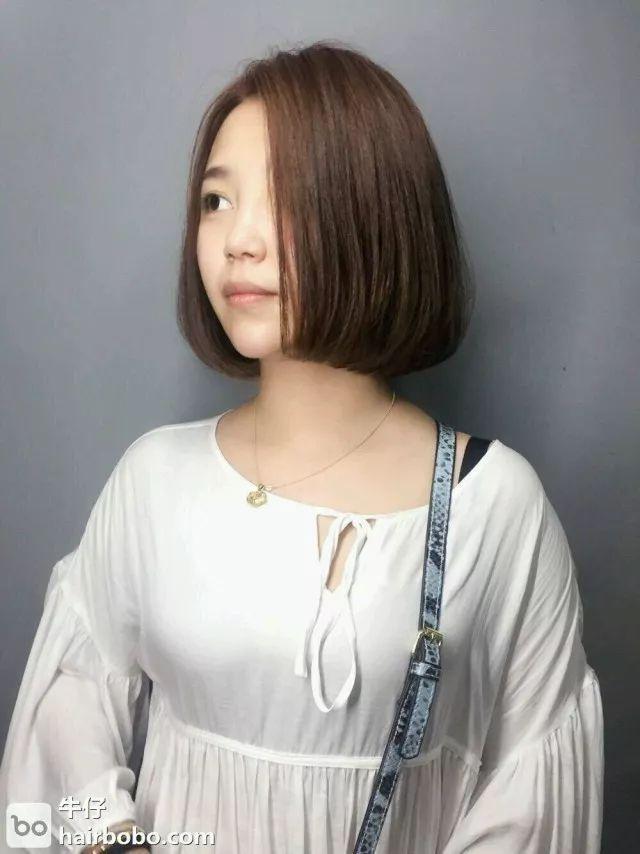 正文  今天推荐一组超级好打理的短发造型,齐下巴长度烫发减龄显脸小图片