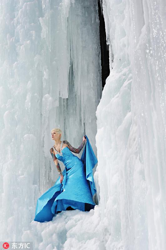 国 冰雪女王 悬崖上凹造型美丽冻人