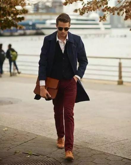 酒红色帽子搭配_一种成熟男人的魅力色系——酒红色!