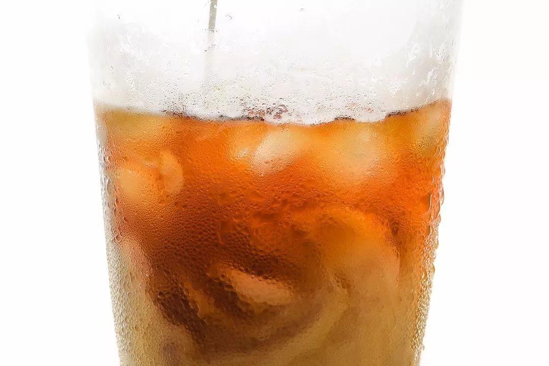 冰水冲咖啡_将挂耳咖啡包放置杯口,冲入适温的热水或冰水,即可享用到超棒的咖啡.