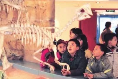 泰坦蟒吃霸王龙图片
