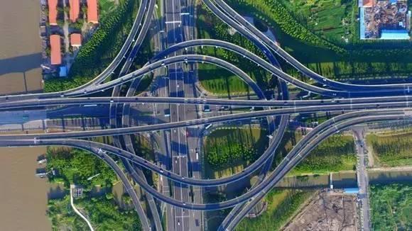 建成后市区到兴东国际机场 将实现全程快速路,将比原来减少一半时间!