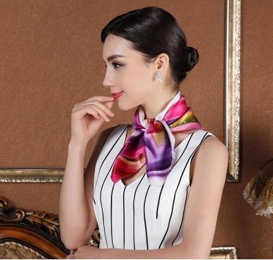 空姐脖子上的丝巾_揭秘:空姐的脖子上为什么总系着丝巾?大部分人不知道