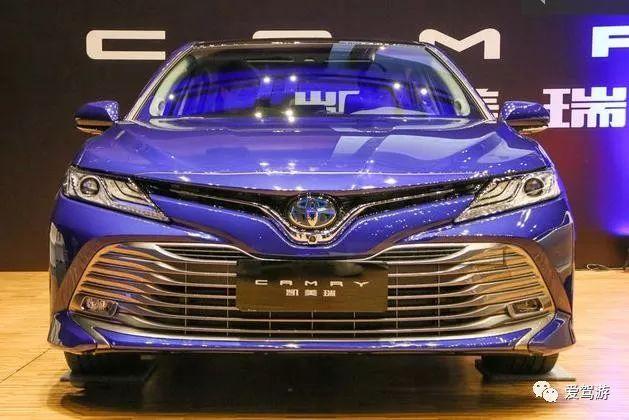 国产全新凯美瑞推出的混合动力车型hev的外观和xle和le的外观基本一致