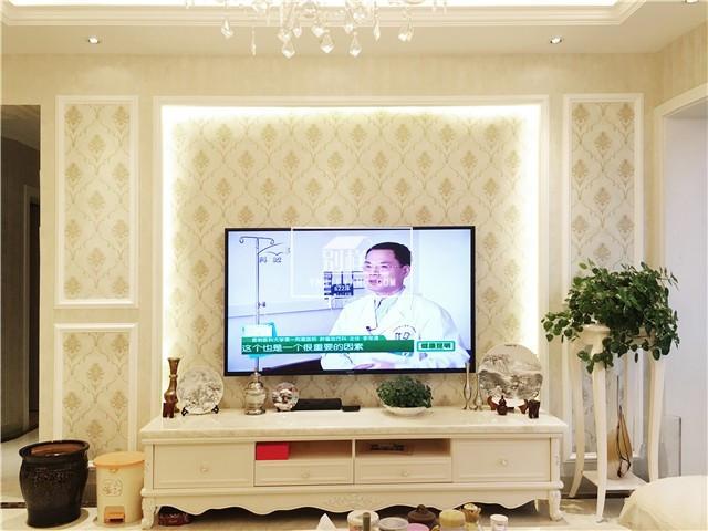 电视背景墙使用石膏板造型,这是欧式风格常用的装饰方法,不多概述.